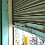 柏原市で電動シャッター座板交換工事前